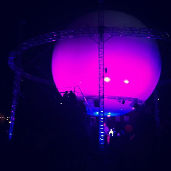 Дневник с фестиваля Flow: Бьорк, The Black Keys, сидр и танцы на электростанции. Изображение № 13.