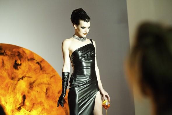 Мила Йовович в календаре Campari 2012. Изображение № 54.