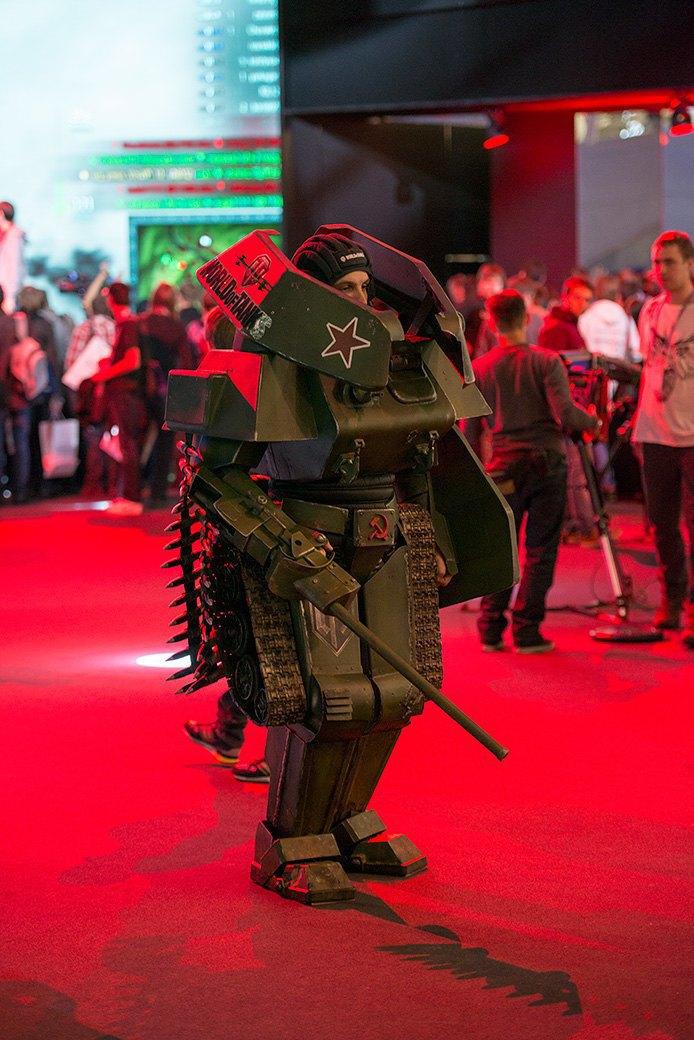 Косплей, киберспортсмены, PS4 и Xbox One на выставке «ИгроМир-2013». Изображение № 25.