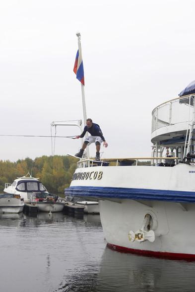 Яхтенный порт «Строгино». Старт с задней палубы прогулочного корабля «М. В. Ломоносов». Изображение № 8.