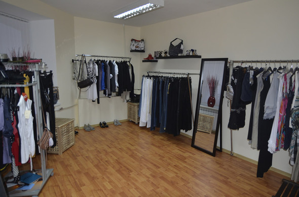 В СПб в зоне бутиков открылся шоу-рум брендовой одежды по низким ценам. Изображение № 1.