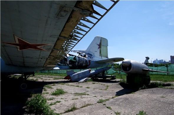 Сто рублей охраннику кладбища советской авиации. Изображение № 27.