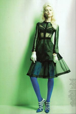 Съёмка в испанском Vogue, август 2011. Изображение № 80.