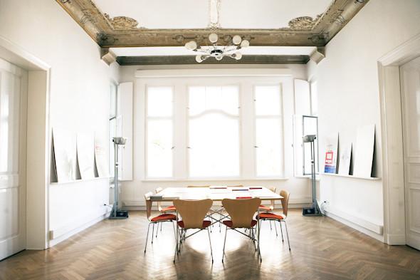 Рабочее место: Юстус Ойлер, арт-директор дизайн-студии Pentagram в Берлине. Изображение № 15.