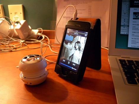 Фотосессия чехлов-визитниц Piel Frama для iPhone 3G3GS. Изображение № 15.