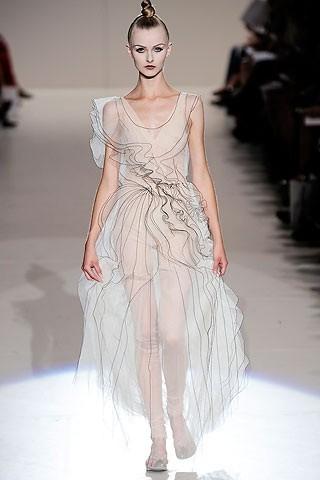 """""""Выбираем свадебное платье!"""" 93 идеи ведущих дизайнеров. Изображение № 92."""