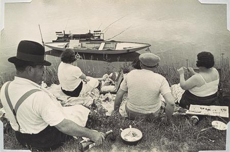 Работы французского фотографа Henri Cartier-Bresson. Изображение № 27.