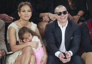 Дженнифер Лопес впервые привела четырехлетнюю дочь на модный показ. Изображение № 2.