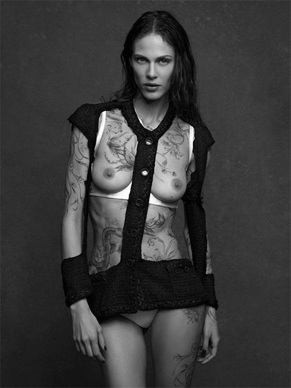 20 октября в Artplay откроется фотовыставка Chanel «Little Black Jacket». Изображение № 2.