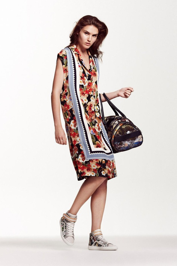 A.P.C., Chanel, MM6, Mother of Pearl, Paule Ka и Yang Li выпустили новые лукбуки. Изображение № 68.