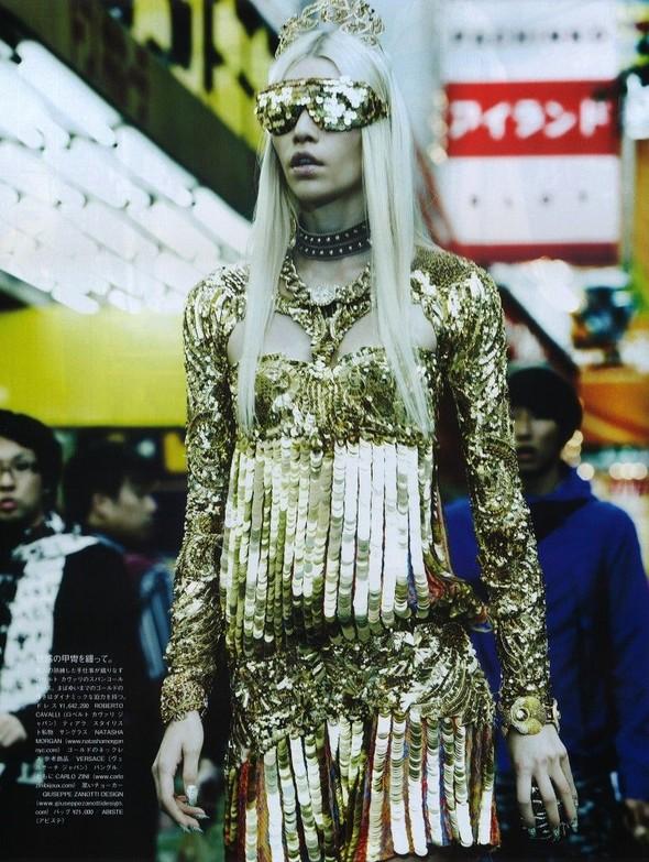 Элин Вебер The Girl Who Rocks The Planet в апрельском Vogue Япония. Изображение № 9.