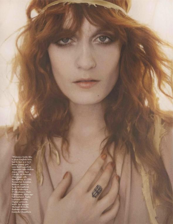 Съёмка: Флоренс Уэлш для британского Vogue. Изображение № 3.