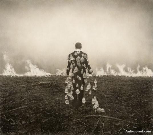 Еще восемь фотографов сюрреалистов. Изображение № 19.
