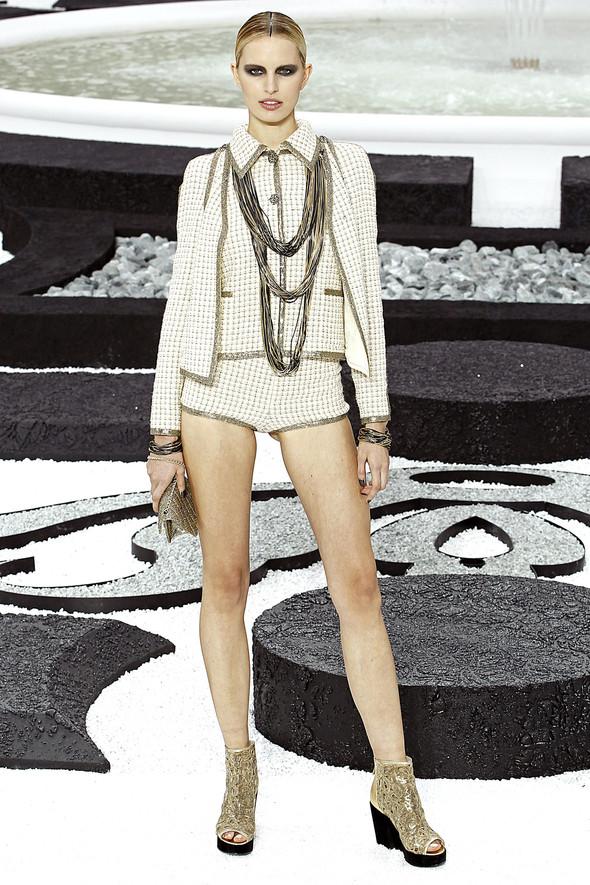 Карл Лагерфельд показал одну из самых красивых коллекций, когда-либо созданных для Chanel. Изображение № 17.