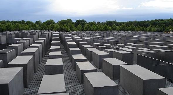 Живое кладбище. Изображение № 1.