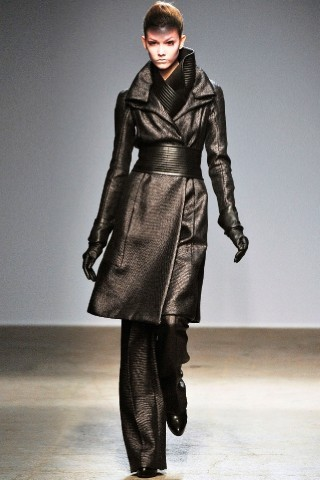 Back to black : Gareth Pugh и Victor&Rolf aw 2010-2011. Изображение № 10.