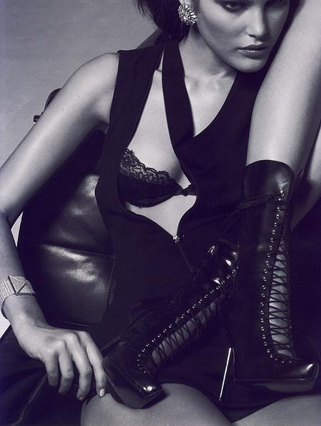 Новая черно-белая фотосерия Питера Линдберга (Vogue). Изображение № 3.