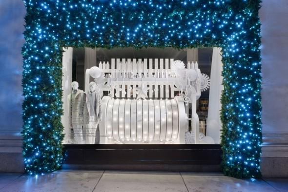 10 праздничных витрин: Робот в Agent Provocateur, цирк в Louis Vuitton и другие. Изображение № 75.