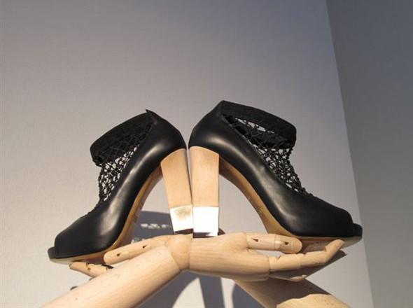Walking in my shoes: 10 тенденций обуви весны-лета 2011. Изображение № 33.