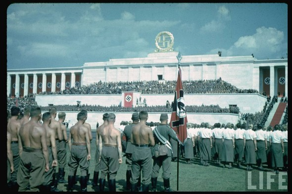 100 цветных фотографий третьего рейха. Изображение №45.