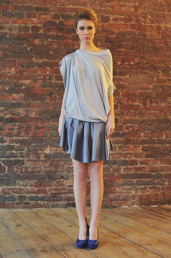 CW22 блуза серая, состав:90% хлопок, 10% люрекс размеры: s/m  СW52 юбка серая состав:70% хлопок, 30% шелк размеры: s. Изображение № 26.