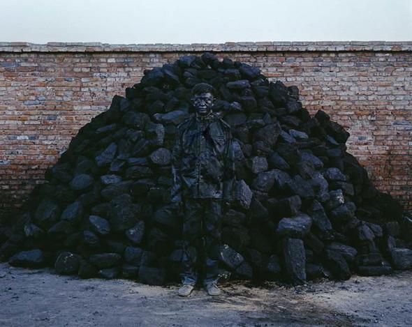 Liu Bolin снова растворился в искусстве. Изображение № 6.