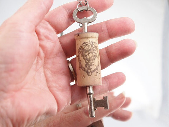 Оригинальные украшения из винной пробки. Изображение № 1.