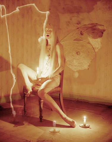 Съёмка: Кристен Макменами в объективе Тима Уокера. Изображение № 9.