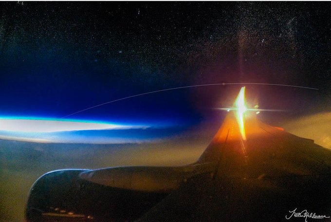 Фото дня: снимок МКС с борта самолёта . Изображение № 1.
