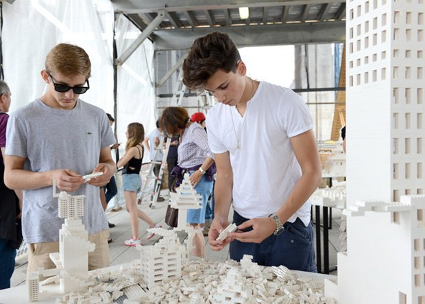 10 архитектурных бюро собрали модели зданий из белого LEGO. Изображение № 14.