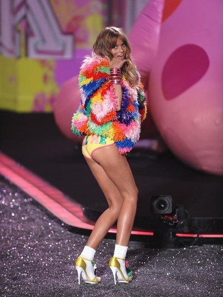Victoria's Secret Fashion Show 2009–2010. Изображение № 21.