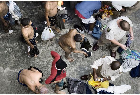 Преступления и проступки: Криминал глазами фотографов-инсайдеров. Изображение №165.