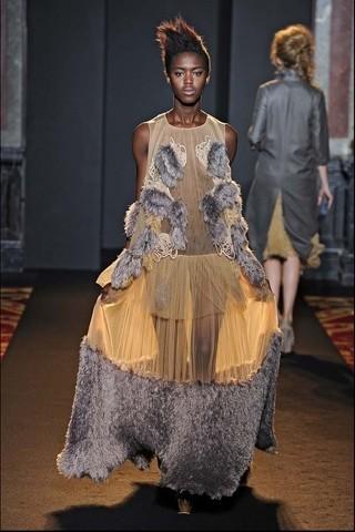 Алена Ахмадуллина на Парижской неделе моды. Изображение № 28.