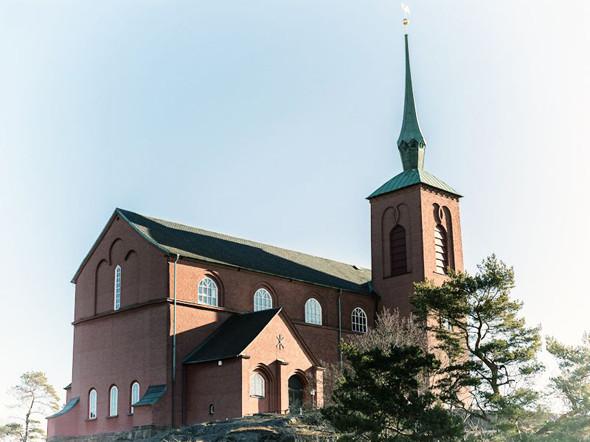 Церковь в порту Нюнесхамн, откуда отправляется паром в Висбю. Изображение № 10.
