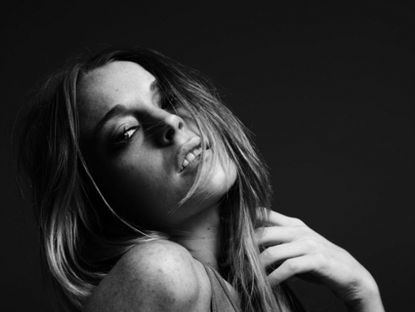 LINDSAY LOHAN BY HEDI SLIMANE PHOTOSHOOT. Изображение № 15.