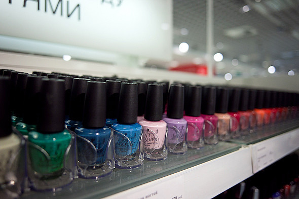 Цвет оптом: Яркие краски в магазинах. Изображение № 30.