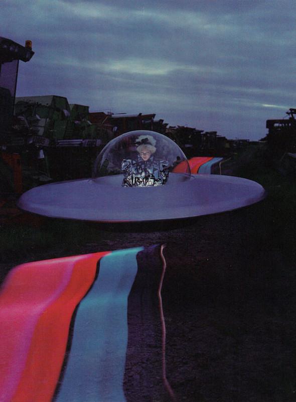 Космос рядом: модные съемки к выходу фильма «Прометей». Изображение №82.