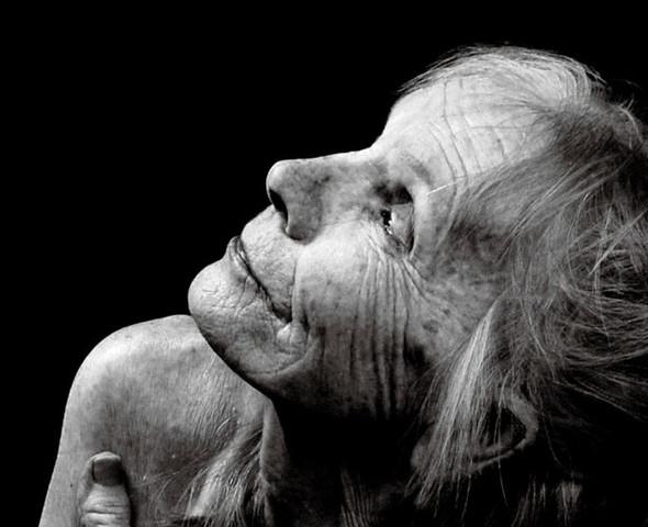 Обнаженная 80-летняя модель для рекламы Бароло. Изображение № 2.