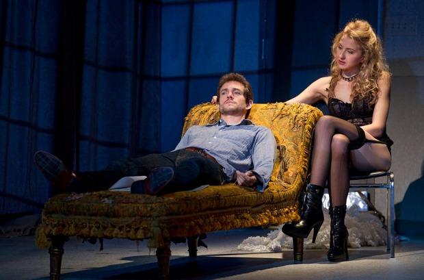 «Венера в мехах» на Бродвее. Изображение № 2.