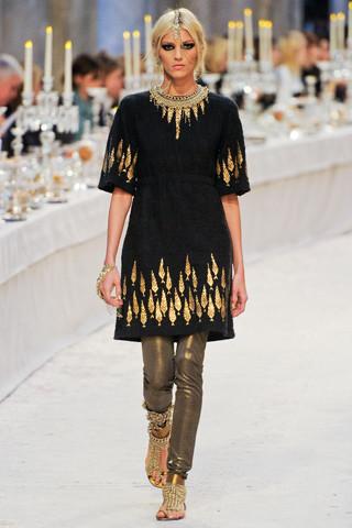 Chanel показали пре-осеннюю коллекцию. Изображение № 27.