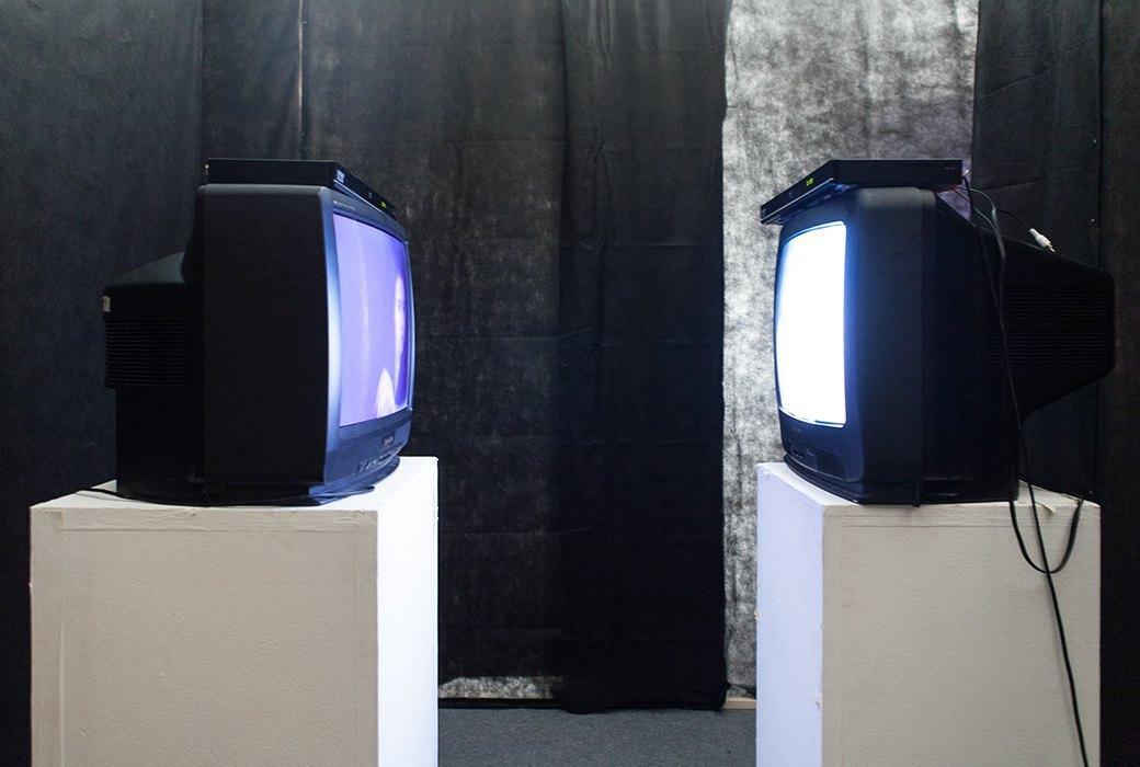 Одиночество в Facebook и плохой Wi-Fi глазами молодых художников. Изображение № 11.