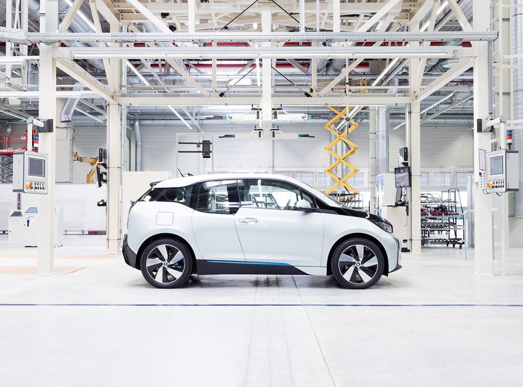 Фабрика BMW авторства Захи Хадид вызывает мурашки у роботов. Изображение № 17.