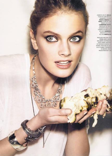 Констанс Яблонски для бразильского Vogue, август 2011 . Изображение № 67.