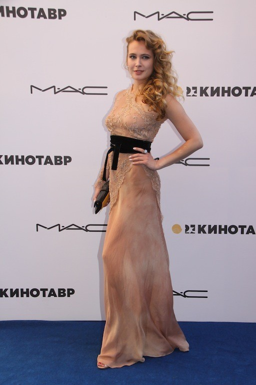 Актрисы Настя Задорожная, Анна Горшкова и Дарья Калмыкова на кинофести. Изображение № 2.