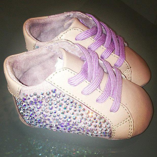 Бейонсе и Джей-Зи купили дочери кроссовки за $800. Изображение №2.