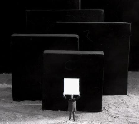 Еще восемь фотографов сюрреалистов. Изображение № 154.