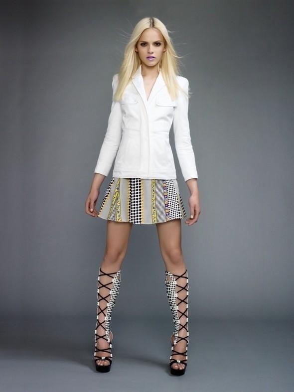 Изображение 55. Лукбуки: COS, Uniqlo, Versace и другие.. Изображение № 86.