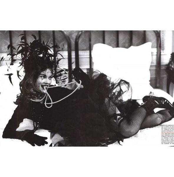 Архивная съёмка: Кейт Мосс для итальянского Vogue, 1992. Изображение № 3.