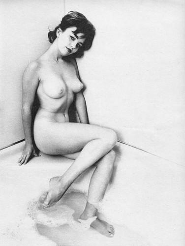 Части тела: Обнаженные женщины на фотографиях 50-60х годов. Изображение № 57.