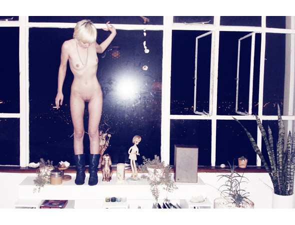Части тела: Обнаженные женщины на фотографиях 1990-2000-х годов. Изображение №219.